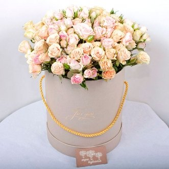 31 кустовая роза в коробке