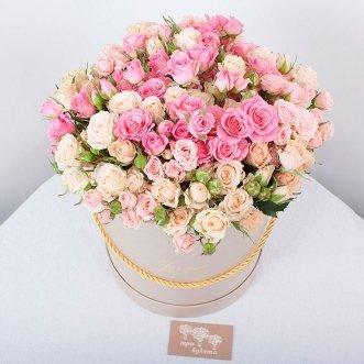 39 кустовых роз в коробке